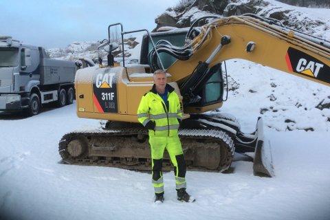 NY LØYPEKØYRAR: Kjell Einar Viken er ny løypemaskin-førar ved Langeland skisenter for 2019/2020-sesongen. Han tek over etter Magne Øvrebø, som har køyrt løypene i 15 år.