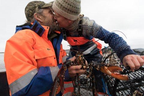 FORELSKA: Siri Helle (37)  må stadig gi draumemannen Asle Espeseth (59) eit kyss. – Han er veldig leiken for alderen, reklamerer Siri.