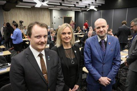 HISTORISK: Erlend H. Herstad (t.v.), Anne Lilleaasen og Frank Willy Djuvik vedgår at dette desembertinget blir spesielt.