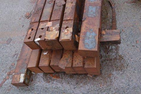 IKKJE AVFALL: Slik ser brukt katodestål ut. Eit nytt firma vil i Høyanger vil hjelpe Hydro å resirkulere koparen og stålen som dette inneheld.