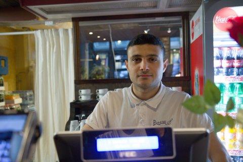 FEKK LØYVE: Dagleg leiar ved Besan, Ahmad Aladel, fekk godkjent skjenkeløyve til restauranten sin.