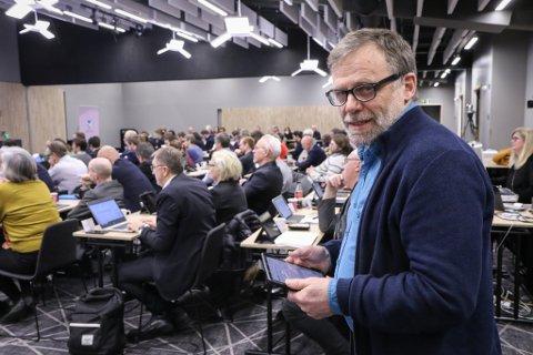 PÅ VESTLANDSTINGET: Åsmund Berthelsen er ein av SVs representantar i Vestland fylkesting. Fylkespartiet vil tilbake til det dei kallar eit nytt Hordaland og Sogn og Fjordane.