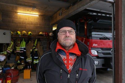 STEMPLA: Stig Tveit, talsmann for brannmannskapa i Jølster, meiner brannsjefen har stempla brannkonstablane i Jølster som ikkje kompetente.