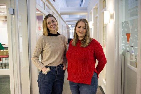 NYE FJES: Sanne Slåtten og Tonje Noreng Trøen har fått fast jobb som journalistar i Firda.