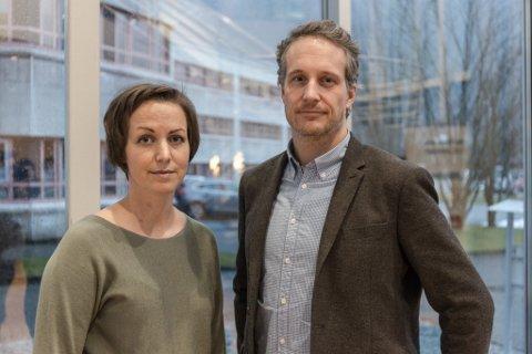 FAU SANDE: Kristine Folland har skrive lesarbrevet, her saman med og Karsten Karlsen Sunde, også han foreldrer ved Sande skule.