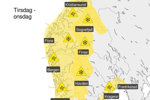 TYSDAG: Dette vêrkartet publiserte Meteorologisk institutt måndag ettermiddag. Nær heile Sør-Norge er dekka av gult farevarsel, frå Kristiansund i nord til svenskegrensa (!) i aust.