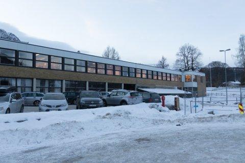 MÅ VENTE: I kommunedirektøren sitt forslag til budjsett, er investeringar i Sande skule utsett.