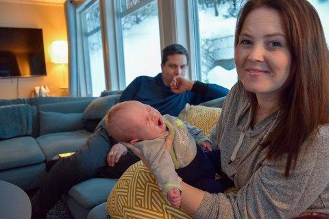 Nina og Jan-Anders Maaø-Ruden har fått sitt sjette barn. Samtidig er de gründerne bak butikken Kaos med kidsa og bloggen småbarnsforeldre.no (Idébank for småbarnsforeldre). Matilde (7) og Markus (8) er med på å lage middag.
