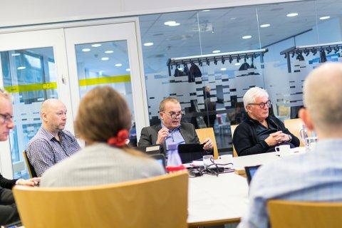 FRAMLEIS MOT: Helge Robert Midtbø og Ivar Svensøy (begge Ap) meiner det er rett av politikarane i Førde å framleis markere standpunkt i saka om sjødeponi.