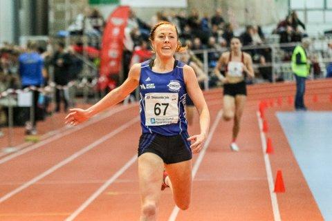 Eli Anne Dvergsdal, opphavleg frå Helgheim i Jølster, tok bronse på 3000 meter i innandørs-NM i fiidrett i Haugesund.