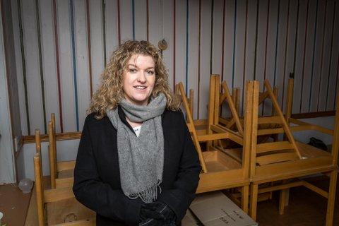 UNGDOMSMINNE: Anita Nordheim har mange gode minne frå då ho i ungdomstida på 1980-talet sykla frå Kyrkjebø til Vadheim, der ho mellom anna møtte andre ungdomar på Hovlands kafé.