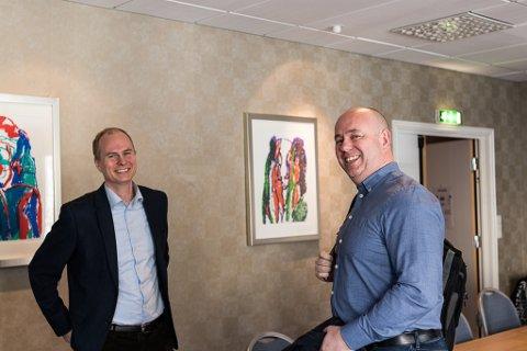 VIL HJELPE:  Christian Skaug (Widerøe) og Geir Opseth (FINS) i samtale om komersielle ruter på kortbanenettet. No vil Opseth engasjere seg for lågare avgifter.