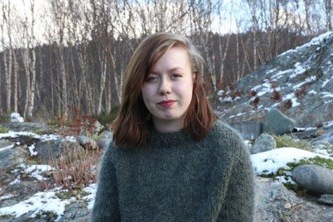 ENGASJERT: Frida Leknes (17) er leiar i Sogn og Fjordane Natur og ungdom. Fredag styrer ho aksjonen for Førdefjorden som skulelelevar og andre sin er opptekne av klima og Førdefjorden skal ha i Førde.