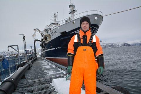 UTPLASSERING: Steffen Heggøy frå Atløy i Askvoll er elev ved linja matros/fiskar på Måløy vgs. Dein siste månaden har han hatt utplassering å fiskebåten «Vesterhav». Her ved kai i Øksnes i Vesterålen.