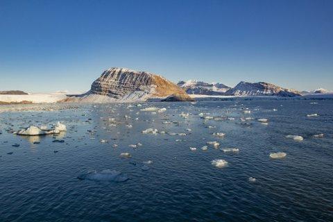 KLIMAKRISE: Vi ser allereie no, is som smeltar, havnivå som stig, dyr og artar som blir ekstinkte og tallause tonn med plast i havet. Klimakrisa skjer no, og den tar ikkje omsyn til om regjeringa bryr seg eller ikkje, skriv artikkelforfattaren. Bildet viser issmelting på Svalbard.