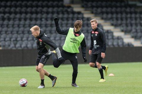 PÅ TRENING: Dette bildet er teke på ei av dei siste treningane før sesongstart i år.  Sigurd Haugen i midten,  Martin Ramsland til venstre og Ulrik Flo til høgre. (Rekkefølge frå venstre). Sogndaltrening veka før seriestart 2019-sesongen.