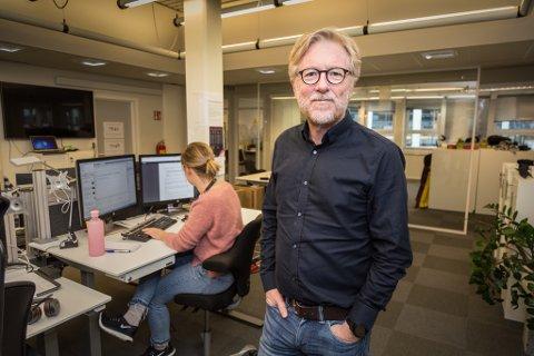 MEDIESTØTTE: Ansvarleg redaktør i Firda, Kai Aage Perdersen er usamd med Øyulf Hjertenes i Bergens Tidende. Pedersen meiner det er rett at små lokalaviser skal få meir.