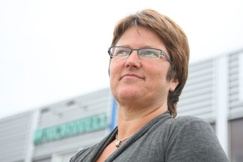 PÅ FERIE: Ingrid Kassen (56) leier eit selskap som selde laks for 1,6 milliardar kroner i fjor. No er ho på ferie – og følgjer spent med på kva britane gjer.