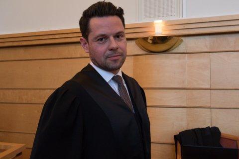 DET STORE BILDET: Forsvarar Erik Ulvesæter bad retten sjå det store bildet i saka som har gått seks veker i Frostating lagmannsrett.