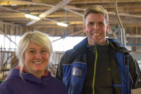 NISJEPRODUKSJON: Ingeborg Grimseth Ravndal og Per Ravndal trur folk vil halde fram med å ete kjøt, men at dei blir meir og meir opptatt av kor kjøtet dei et kjem frå, og korleis dyra har hatt det.