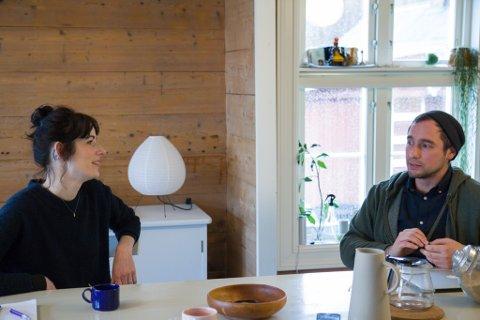 VILLE VEKK: Rena Noordermeer og Samuel Dirksz frå Nederland var leie av storbyen. Dei har brukt det første halve året i Vevring til å finne seg til rette.