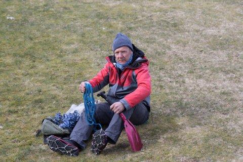 STANDARD: Broddar og 15 meter tau er standardutstyr heile året for fjellmannen Kjell-Arne Hjellbrekke, leiar i Indre Sunnfjord Turlag.