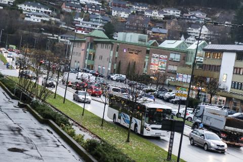 Ein må ha kritiske spørsmål til om dette medfører ei god sentrumsutvikling for dei eksisterande bydelane, spesielt sentrum sør og området ved Førdehuset, skriv artikkelforfattaren.