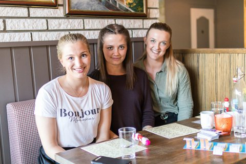 BANDE: Grethe Iren Vik, Ingvild Indrebø og Maria Oppedal synest det er kjekt å gjere ting dei ikkje gjer til vanleg.