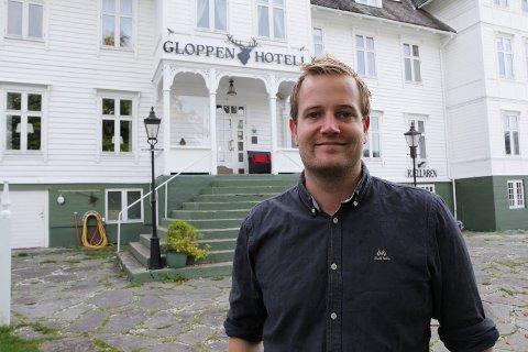 SØKER SJEF: Preben Moen, hotellsjef ved Gloppen hotell, søker ny restaurantsjef.