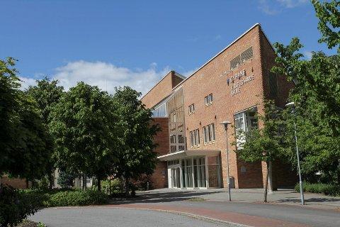 BEST I LANDET: Øyrane vidaregåande skule i Førde tilbyr yrkesfagleg opplæring.