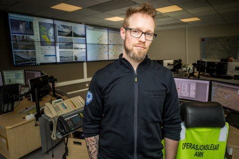 SJUKEPLEIAR OG SKODESPELAR Roger André Vie Hansen er til dagleg sjukepleiar  ved Akuttmedisinsk kommunikasjonssentral (AMK) i Helse Førde.