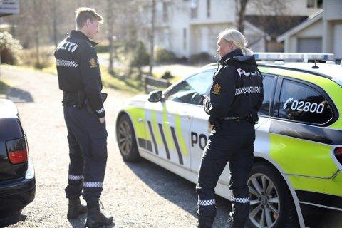 NÆRPOLITI? I Sogn og Fjordane svarar nær halvparten av dei spurde i ei undersøking at dei ser lite eller svært lite til politiet. Illustrasjonsfoto.