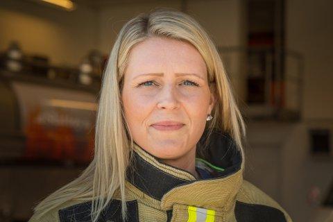EINASTE KVINNE: Stine Brask Steinseth (35) er første og hittil einaste kvinne i Sunnfjord brann og redning.