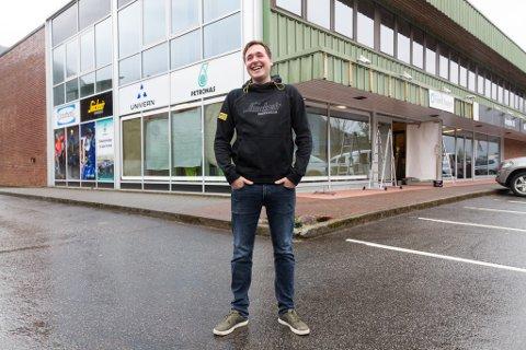OPNAR BUTIKK NUMMER TO: Daniel Hjelmeland (31) og Fjord Supply opnar ny butikk i Stryn. Arkivfoto.