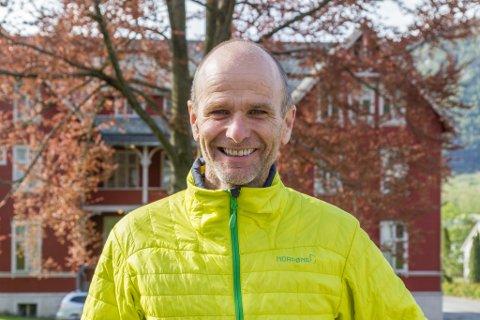 NY REKTOR: Jon Olav Leira gler seg til å sette seg i sjefsstolen for folkehøgskulen på Solvang.