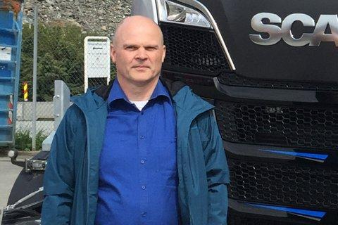 LANG VENTETID: Scania i Førde og Håkon Frivik leverte 30 lastebilar i fylket i fjor. Halvparten av desse valde dei å ta med til andre trafikkstasjonar i andre delar av landet. Årsaka er dei lange ventetidene i Førde.