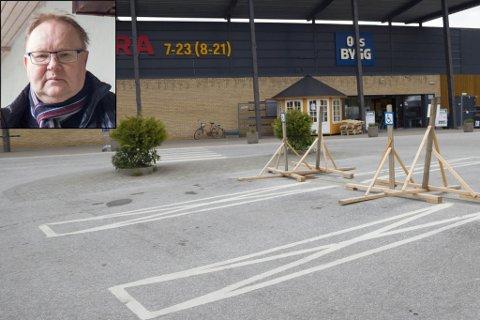 SYND: Knut Albrecht Johansen, leiar for kommunalt råd for menneske med nedsett funksjonsevne, klagar på parkeringsplassane for handikap ved Coop Førde. – Eg synest det er synd.