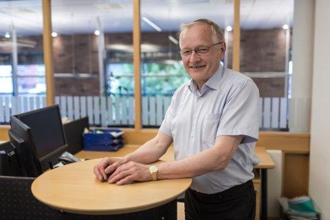 TAKKAR AV: Per Lien frå Hestadgrend i Gaular har vore bankmann i 50 år. Gullklokka fekk han allereie i 1994.