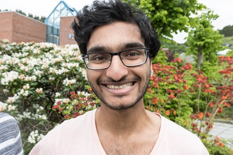 UTE: Thanushan Nagendran pendlar til Dale og kom ut som homofil som 17-åring.