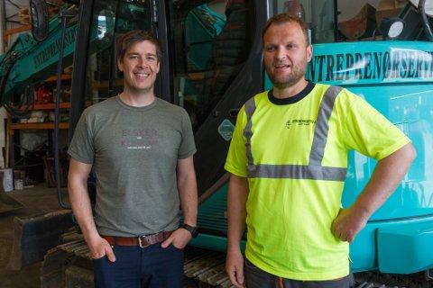 HATT DET TRAVELT: Sjef Thomas Helgås Østerbø og medeigar Andre Grov i Entrepenørservice har nok av oppdrag. Bedrifta har base på Hornnes.