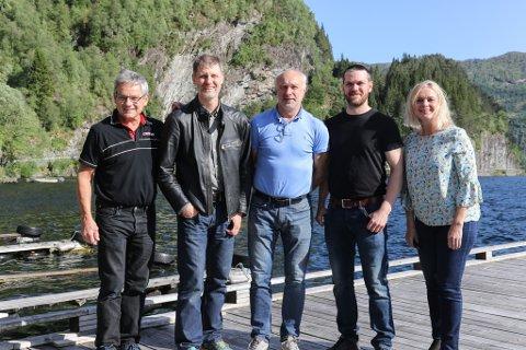 VIL HA BRU: Denne gjengen ønsker seg bru over Svesundet i Bygstad. F.v: Olav Birkeland, Håvard Korsvoll, Frode Kårstad, Ole Magnus Mo og Anne Lilleaasen.
