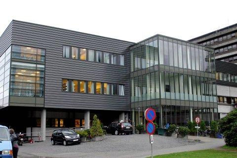 Kvinna som døydde av rabies måndag var tilsett i Helse Førde.