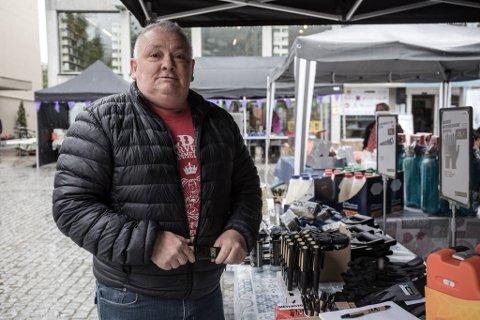 NYTT SELSKAP: Johnny Fossheim har ingen planar om å bli pensjonist. Bildet er tatt under Høyangerdagane 2019.