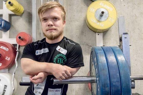 FREDRIK: Fredrik Myrvang (28) er ein kort, sterk og open fyr. Han er lettast å treffe i treningsrommet til vektløftarane i Tambarskjelvar IL.