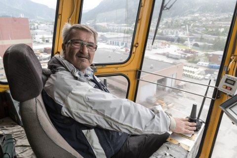 UTSIKT: Førarhuset ligg om lag 30 meter over bakken. Her hadde Bjørn Sletteland sin arbeidsplass i 15 år.