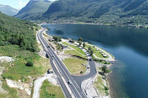 Hovudvegen er lagt utom Haugen camping / Jølster panorama nære Skei.