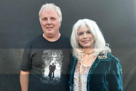 STOR OPPLEVING: Den 29. konserten med Emmylou Harris vart nok ei flott konsertoppleving for Erik Olav Hagen. Ekstra spesielt vart det at han fekk treffe ho på heimebane. – Eg fekk til og med skryt for t-skjorta, seier Hagen.