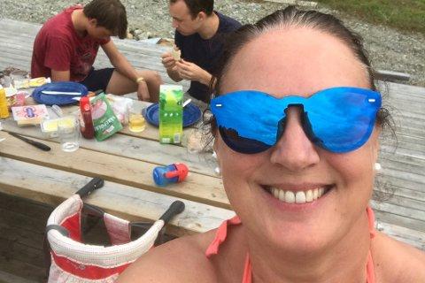 FERIEN KUNNE ENDA ILLE: Nadine Larsen var på veg heim frå ei fin sommarveke i Nordfjord då dei hamna i ein situasjon som fort kunne snudd opp ned på idyllen.