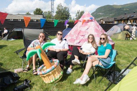LAS COZ OS: – Campen vår heiter Las Coz Os for det skal bety La oss kose oss, seier Frida Hagen. F.v: Frida Hagen (22), Sigrid Håskjold (23), Idunn Osdal (23) og Maria Muren (24)