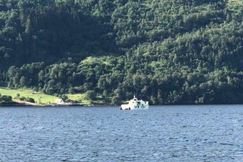 BRUKER MINIUBÅT: Søndag er andre dagen politiet bruker ein ROV-ubåt i søket etter den sakna mannen i Dalsfjorden.